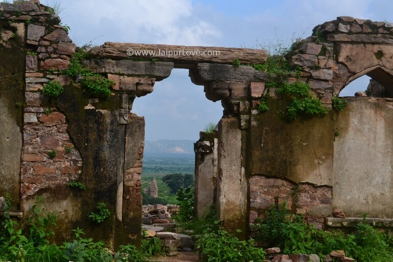 How to reach Bhangarh Fort