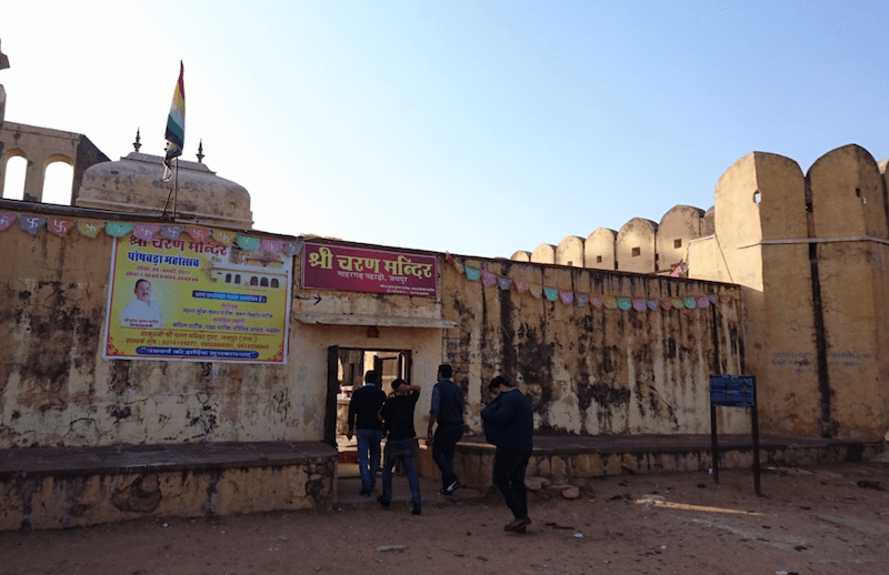 Charan Mandir – Lesser Known but Ancient Krishna Temple in Jaipur
