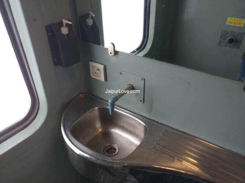 Mumbai Jaipur Duronto toilet